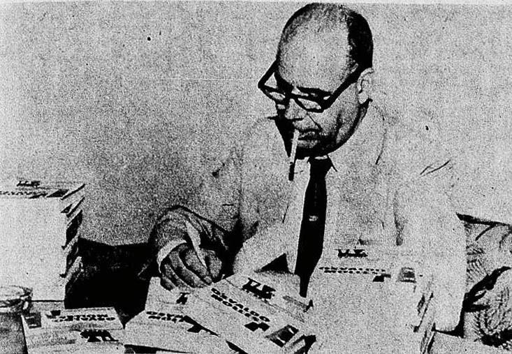 Osvaldo Moles 1963 autografando seu livro