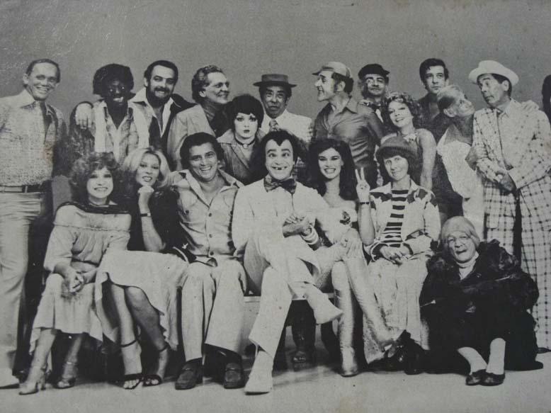 1977 - TV Globo - Loredo é o 5ºem pé da dir p/ esq