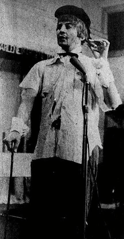 O Nobre Colega - Mendigo interpretado por Jorge Loredo